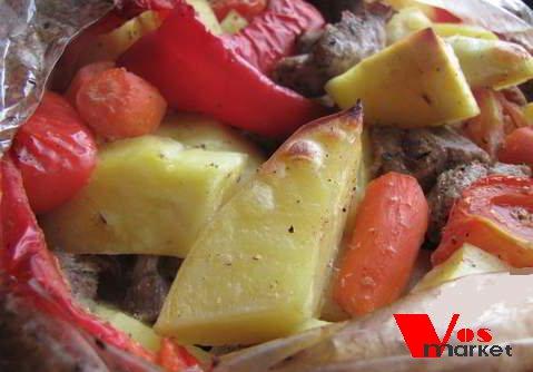 Мясо с овощами в рукаве в духовке
