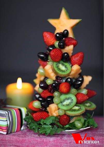 Ёлка из фруктов на зубочистках