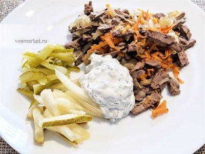 Главное фото рецепта Салат из куриной печени с огурцом и грушей