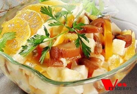 Готовый грибной салат с апельсинами