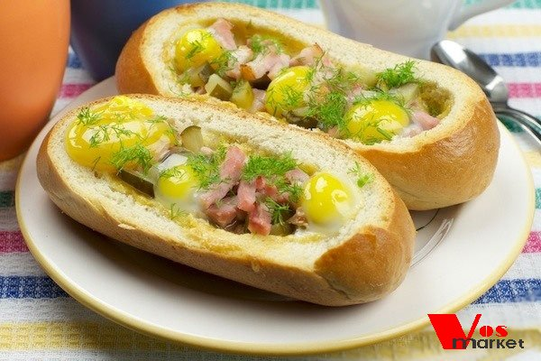 Готовый горячий бутерброд с яйцом