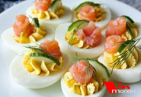 Фаршированные яйца с лососем