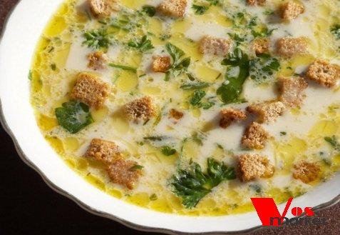 Сырный суп с плавленным сыром и гренками