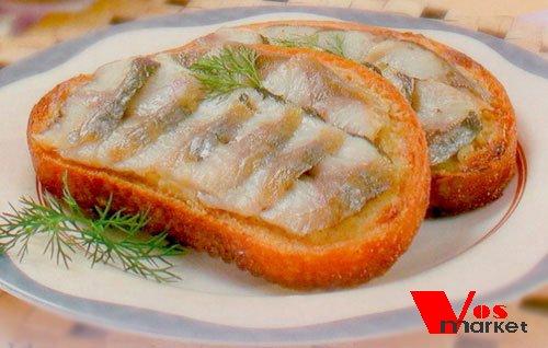 Горячий бутерброд с сельдью