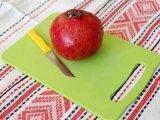 Гранат, нож и доска