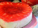 Фото готового блюда: Сметанный торт с клубникой