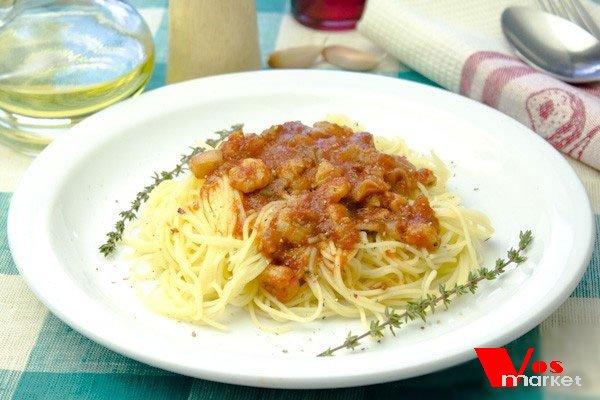 Спагетти с креветками и томатной подливой
