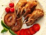 Сервированное блюдо из перепелов