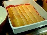 Пластины лазаньи в форме с соусом
