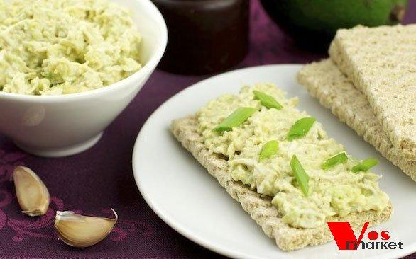 Готовый салат с авокадо