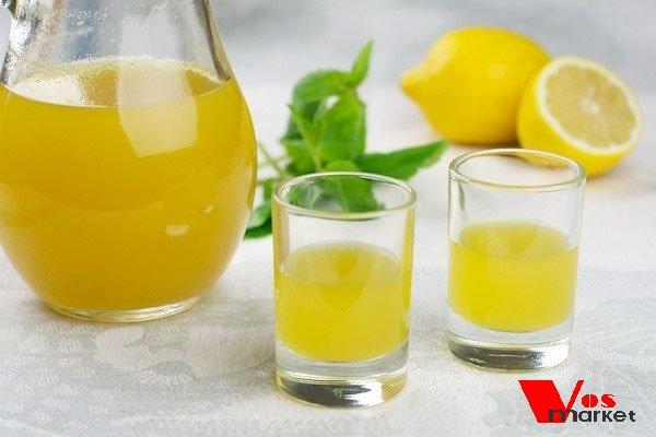 Доминошное лимончелло в рюмках