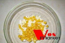 Кукуруза в посуде с яйцами