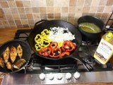 Сковородки с палтусом и овощами