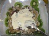 Рисовый слой на салатнице