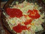 Добавление в салат красной икры