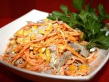 Фото готового блюда: Салат с языком и кукурузой