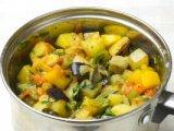 Жаренные овощи в кастрюле