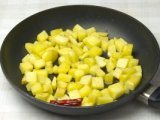 Процесс обжарки картошки