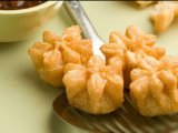 Фото готового блюда: Мешочки с курицей и сыром