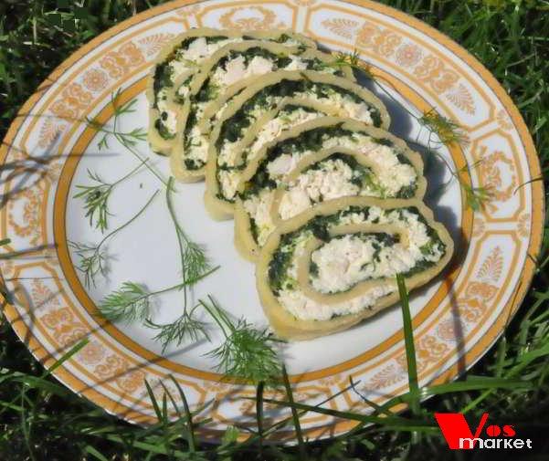 Кусочки рулета из сыра с шпинатом