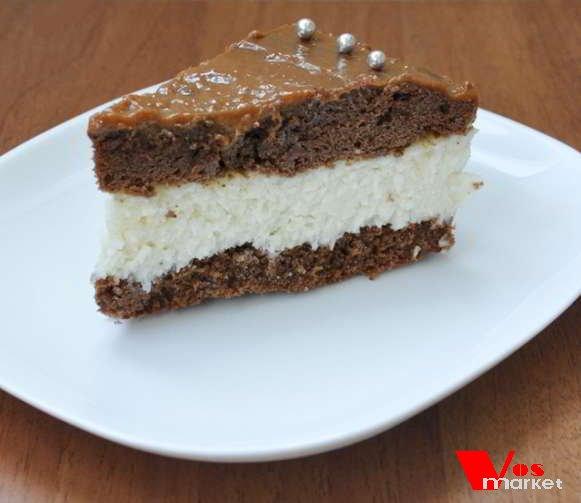 Кусочек домашнего бисквитно-шоколадного торта