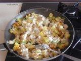 Картошка и курятина с соусом
