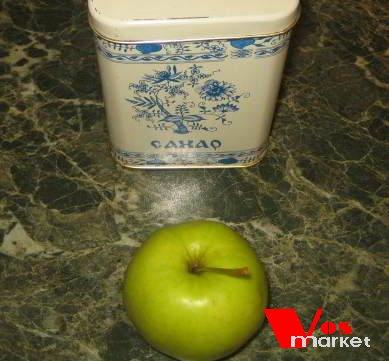 Сахарный песок и яблоко