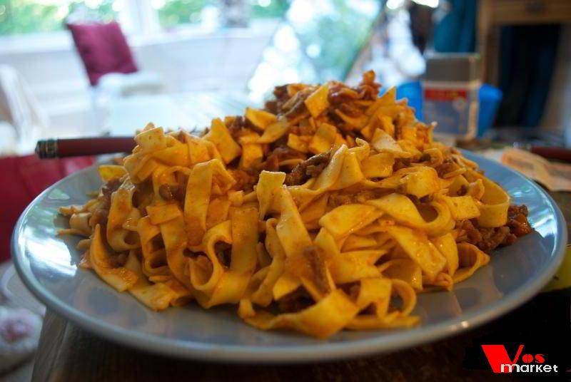 Блюдо из домашних макарон Тальятелле