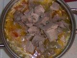Мясо в кастрюле с овощами