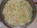Капуста и картофель в кастрюле
