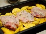 Курица над картошкой
