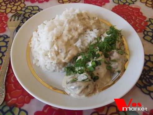 Второе блюдо из гриб в тарелке
