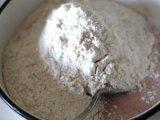 Мука в смеси из яйца с сахаром