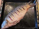 Рыба в противне с водой