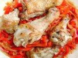 Курица с перцем в сковородке