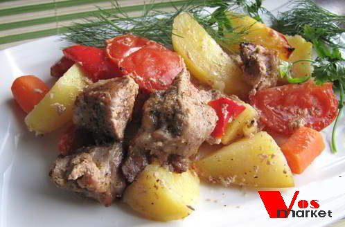Мясо с овощами приготовленный в духовке