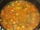 Овощи в кастрюле с мясом
