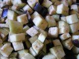 Нарзанные кубиками баклажаны