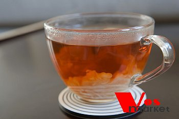 Чай с молоком в чашке