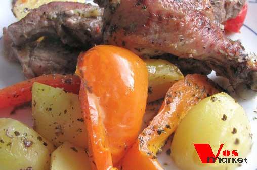 Готовое блюдо курица с картошкой