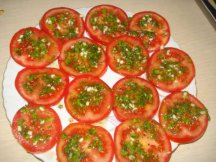 Кружочки помидора с маринадом