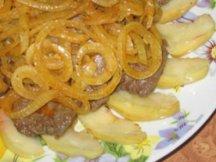 Главное фото рецепта Печень с яблоками и луком