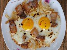 Фото готового блюда: Яичница с салом