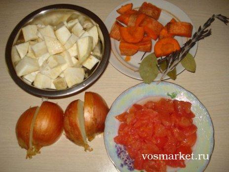 Все овощи следует помыть и нарезать на кусочки