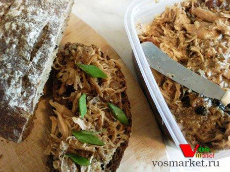 Подавайте к столу в виде бутербродов или холодной закуски