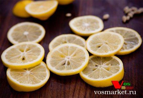 Очищенные от косточек кружочки лимона