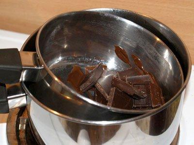 Растопить темный шоколад на водяной бане