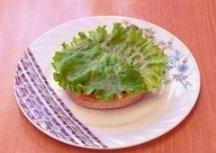 Сначала салатный лист