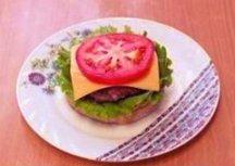 На сыр - колечко помидора