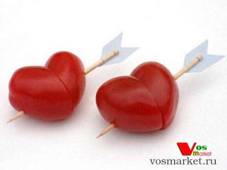 Готовые сердечки из помидор к праздничному столу